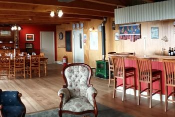 Flowerpot Bay Lodge dining area