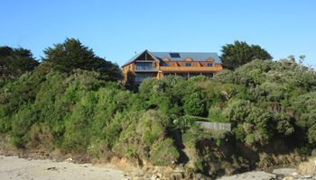 Flowerpot Bay Lodge Location | Pitt Island Accommodation