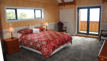 Chatham Islands Accommodation | Flowerpot Bay Lodge